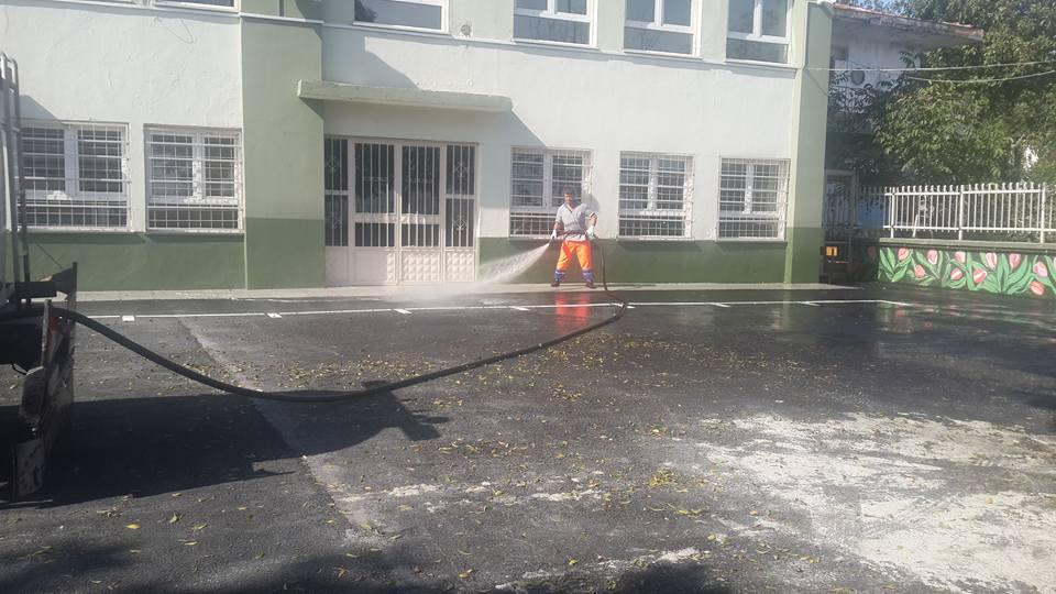 Avcılar Belediyesi Okul Bahçelerini Yıkadı (15)