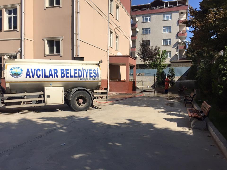 Avcılar Belediyesi Okul Bahçelerini Yıkadı (16)