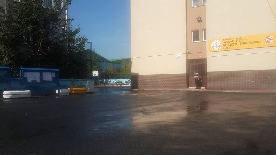 Avcılar Belediyesi Okul Bahçelerini Yıkadı (24)