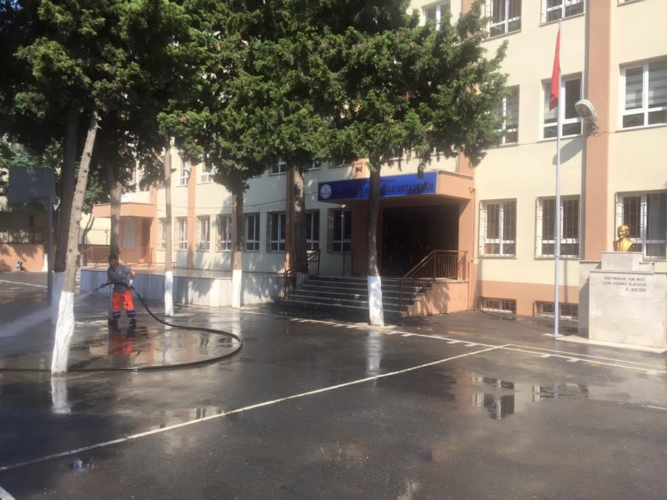 Avcılar Belediyesi Okul Bahçelerini Yıkadı (5)